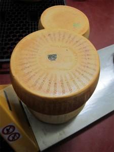 Forme di Parmigiano Reggiano vacche rosse