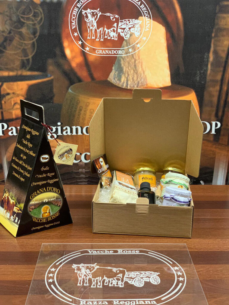 Scatole regalo con Parmigiano Reggiano vacche rosse Grana d'Oro