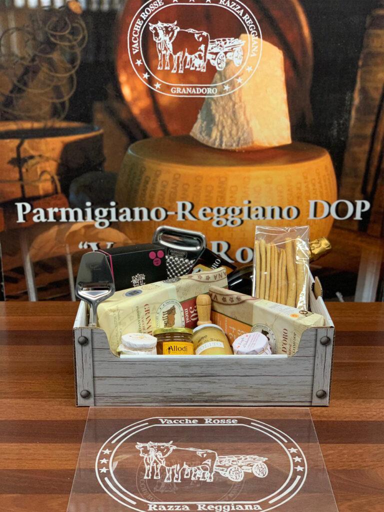 Cassetta regalo con parmigiano Reggiano DOP vacche rosse e altri prodotti tipici